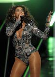 BEYONCE'S NIGHT AT MTV VMA '09 Th_98567_beyonce_Celebutopia_net_3224_122_1116lo