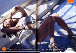 Zoe Saldana en maillot de bain noir dans GQ magazine Aout 2010 - Mitolover