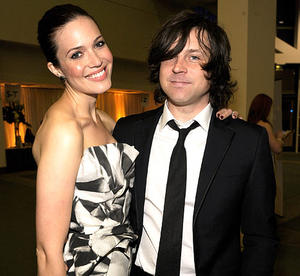 http://img188.imagevenue.com/loc237/th_111127905_mandy_moore_ryan_adams_122_237lo.jpg