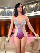 th_694057940_KatyPerry_WettenDass_10_02_10_6_122_385lo.jpg